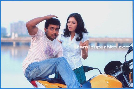 Ayan - Starring Surya and Tamanna (Credits:tamilsuperhits.com)