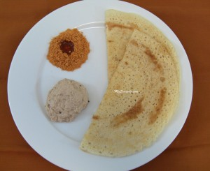 Peanut chutney with dosa
